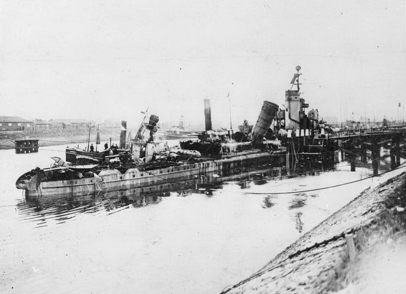 V69 lying in the Canal Harbour of IJmuiden WW1.jpg