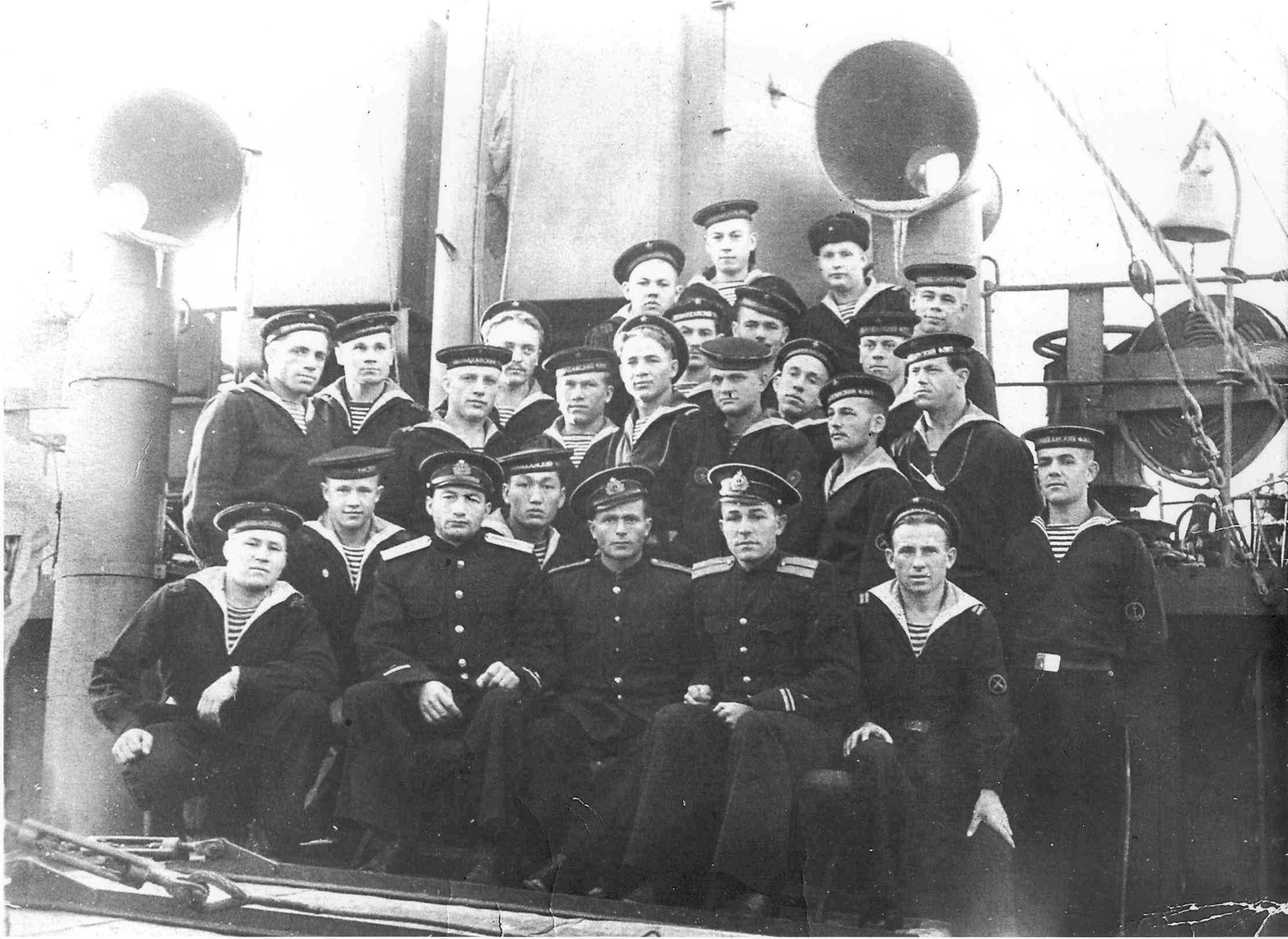 увидеть фотографии экипаж морской спб советское время отворилось, него
