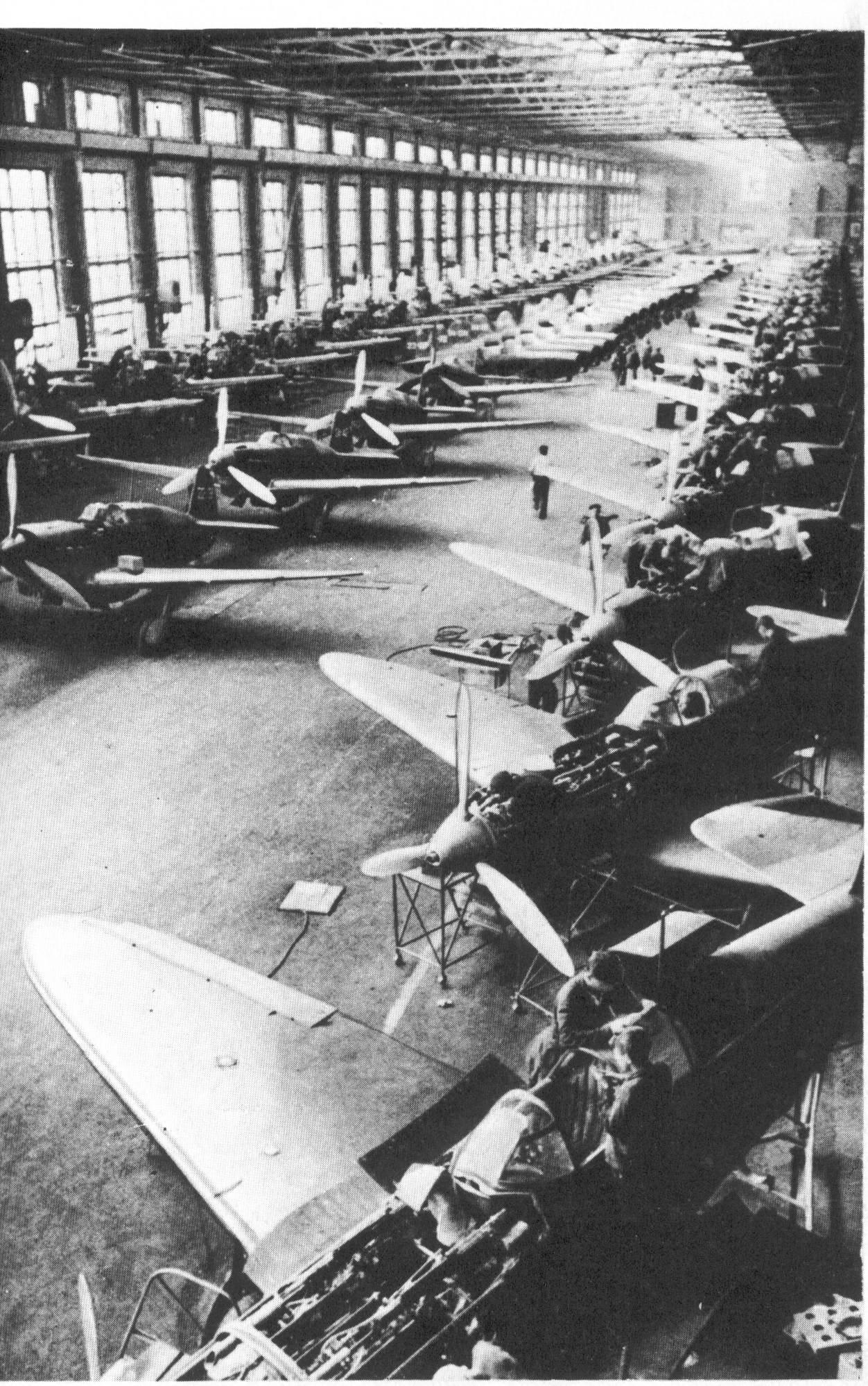 Фото сборочных цехов советских авиазаводов 5